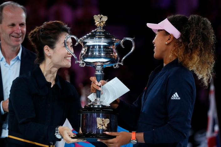 Naomi Osaka received the Australian Open championship trophy from Li Na after she won in 2019, five years after Na won. (DAVID GRAY/AFP via Getty Images)