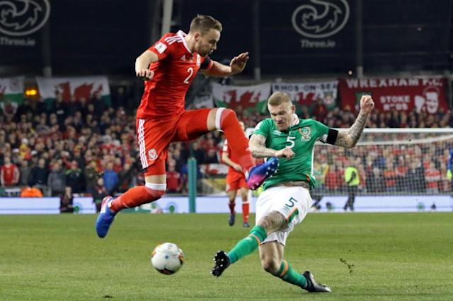 Wales's defender Chris Gunter (L) vies with Republic of Ireland's midfielder James McClean during the World Cup 2018 qualification football match March 24, 2017 (AFP Photo/Paul FAITH)