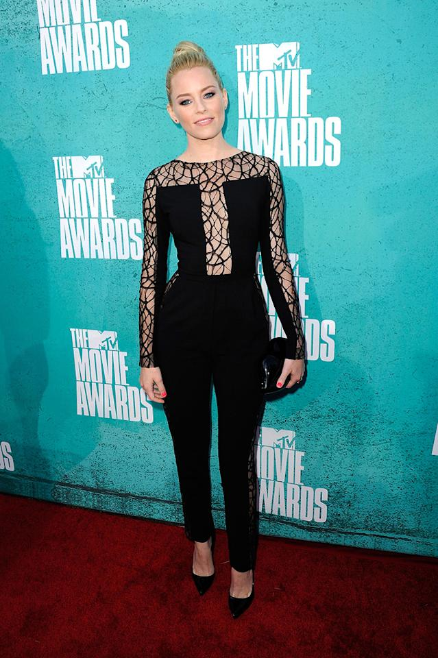 Elizabeth Banks arrives at the 2012 MTV Movie Awards.