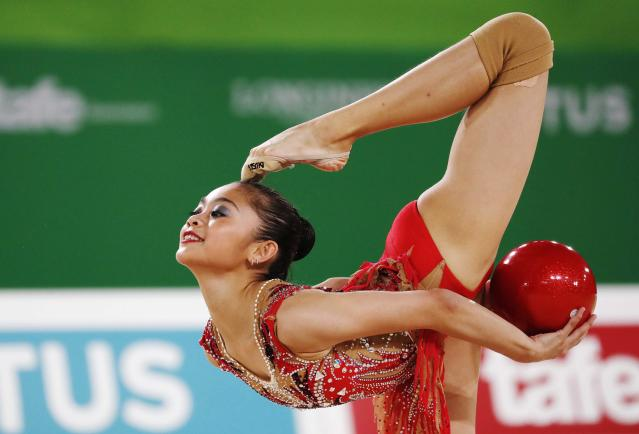 Rhythmic Gymnastics - Gold Coast 2018 Commonwealth Games - Individual Ball Final - Coomera Indoor Sports Centre - Gold Coast, Australia - April 13, 2018. Izzah Amzan of Malaysia. REUTERS/David Gray