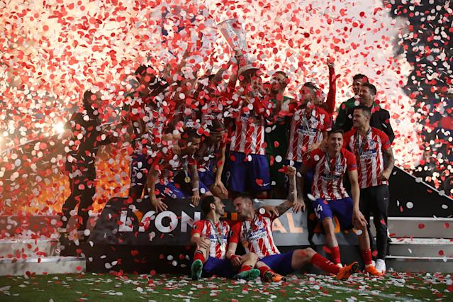 Soccer Football - Europa League Final - Olympique de Marseille vs Atletico Madrid - Groupama Stadium, Lyon, France - May 16, 2018 Atletico Madrid celebrate with the trophy after winning the Europa League REUTERS/Christian Hartmann