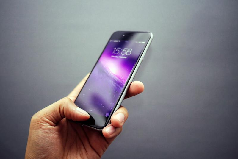 These Crazy Wallpapers Make Your Iphone Screen Sparkle When