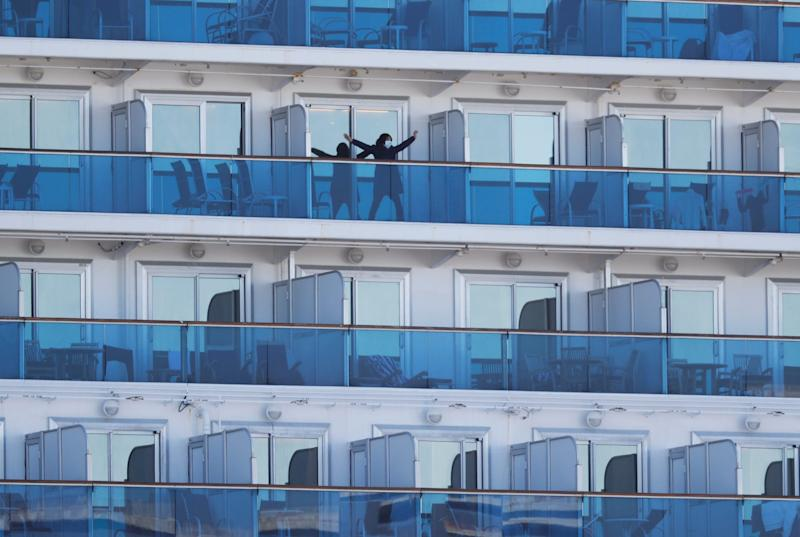 diamond princess get in the stretches.JPG