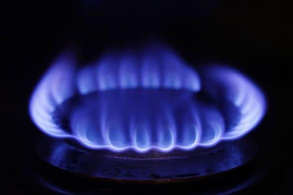 File photo dated 18/01/12 of a gas hob as more than half of UK adults say they will have to cut their spending to cope with rising household bills over the next year, Citizens Advice has warned. PRESS ASSOCIATION Photo. Issue date: Monday January 27, 2014. Three in five people (58%) are worried about the effect that higher bills will have on their finances and 53% - or 27 million - will have to cut spending to cope, according to a study by the consumer body. It is launching the Big Energy Saving Week today, backed by Government, charities and the energy industry, to help consumers take practical steps to make cuts to their bills. A survey found that of those who plan on cutting their spending, 59% say they will have to reduce the amount they spend on food, 37% will look for ways to reduce their energy bills, 8% will consider moving to a cheaper home and 66% say they will have less to spend on time out with family and friends. See PA story CONSUMER Bills. Photo credit should read: Yui Mok/PA Wire