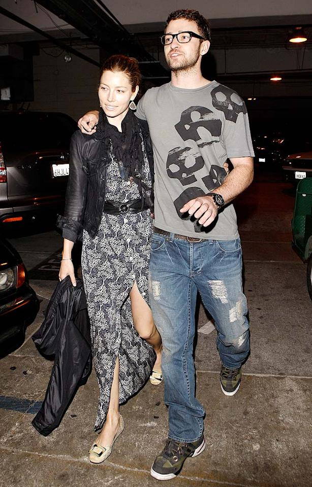 """Lovebirds Jessica Biel and Justin Timberlake arrive at the Hollywood Bowl to see Jenny Lewis, Ray LaMontagne, and Blitzen Trapper in concert. <a href=""""http://www.x17online.com"""" target=""""new"""">X17 Online</a> - July 12, 2009"""