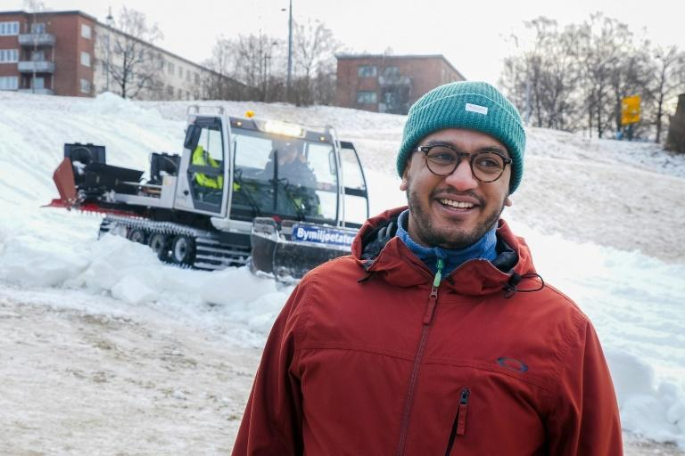 Bringing snow to Oslo parks stops people crowding onto trains and enables them to keep their distance from one another, says city councillor Omar Samy Gamal
