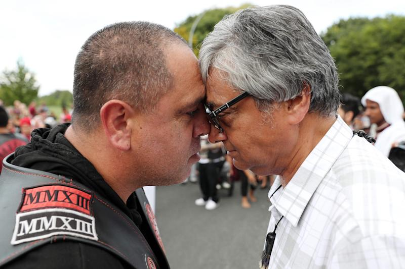 A traditional 'Hongi' greeting between gang member and Waikato Muslim Association president (AFP/Getty Images)