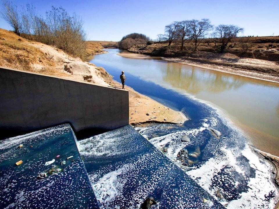 Effluent from Maseru's garment factories - in particular dyes for jeans - flow into the Caledon (Mahokare) River in Lesotho, South Africa  (Robin Hammond/Panos)