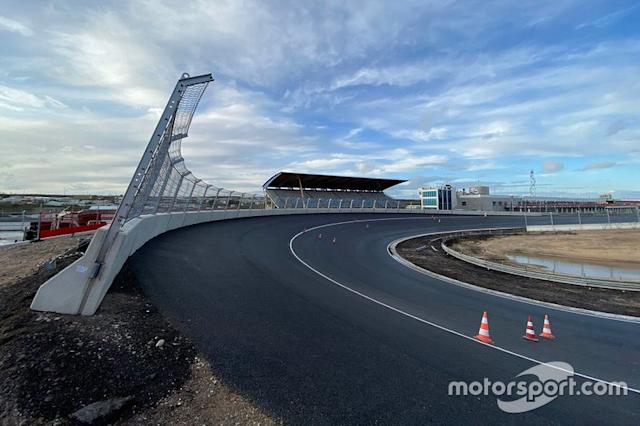 """Completed Zandvoort banking <span class=""""copyright"""">Geobrugg </span>"""