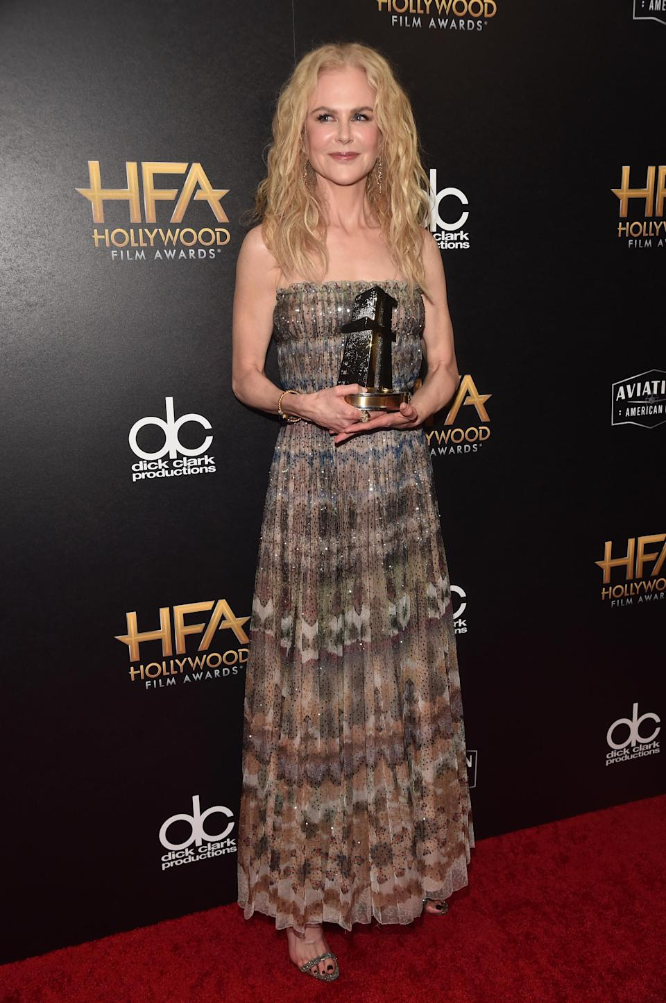 <p>Nicole wore a strapless gown to collect the Hollywood Career Achievement Award at the Hollywood Film Awards in Los Angeles, USA. <em>[Photo: Getty]</em> </p>