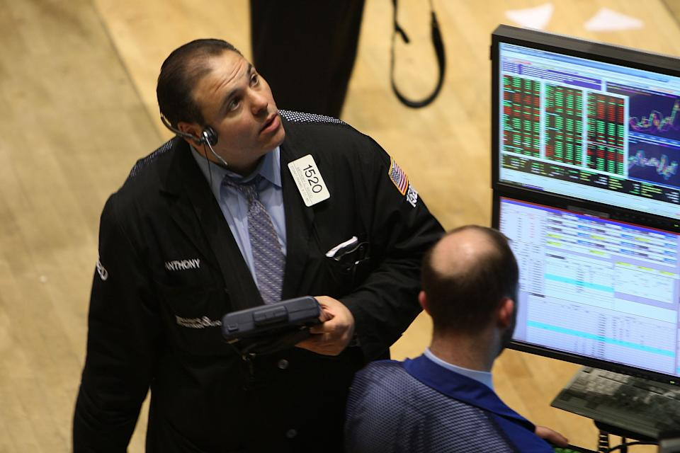 NEW YORK - APRIL 16:  Traders work on the floor of the New York Stock Exchange moments before the closing bell on April 16, 2009 in New York City. The Dow finished up again Wednesday gaining 95.81 points.  (Photo by Spencer Platt/Getty Images)