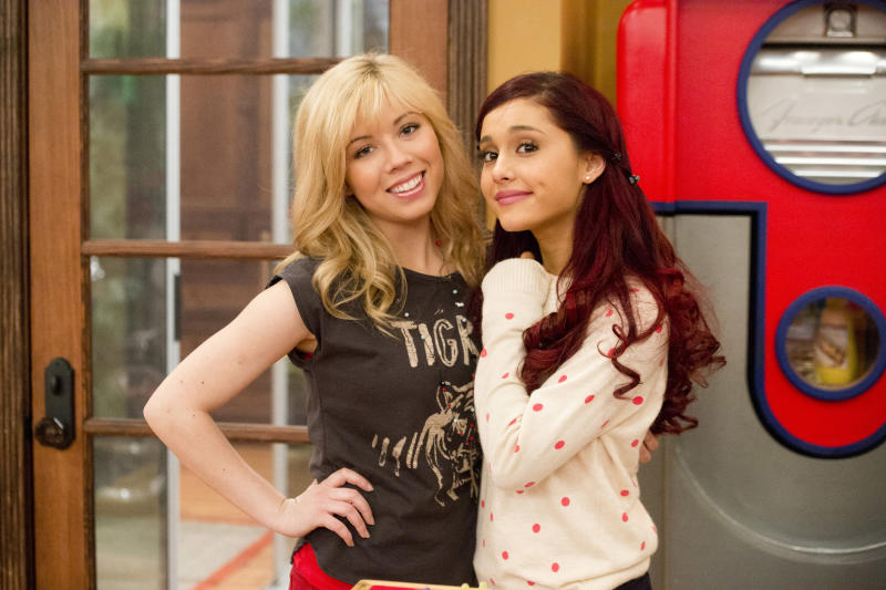 """In this publicity image released by Nickelodeon, Jennette McCurdy, portrays Sam, left, and Ariana Grande, portrays Cat from the Nickelodeon series """"SAM & CAT."""" (AP Photo/Nickelodeon, Lisa Rose)"""