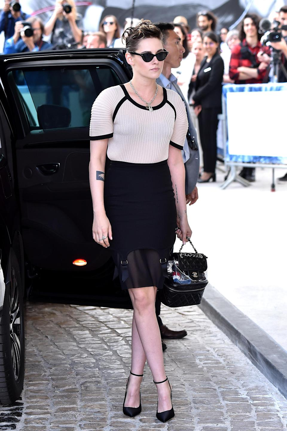 <p>Kristen put on an edgy display arriving at a dinner in honour of Cannes Film Festival wearing a sheer black pencil skirt with undone hold-ups visible undeneath. </p>