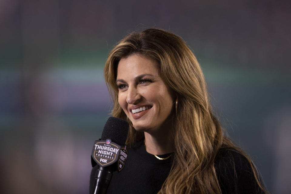 PHILADELPHIA, PA - OCTOBER 22: Fox sideline reporter Erin Andrews smiles during the game between the New York Giants and Philadelphia Eagles at Lincoln Financial Field on October 22, 2020 in Philadelphia, Pennsylvania. (Photo by Mitchell Leff/Getty Images)