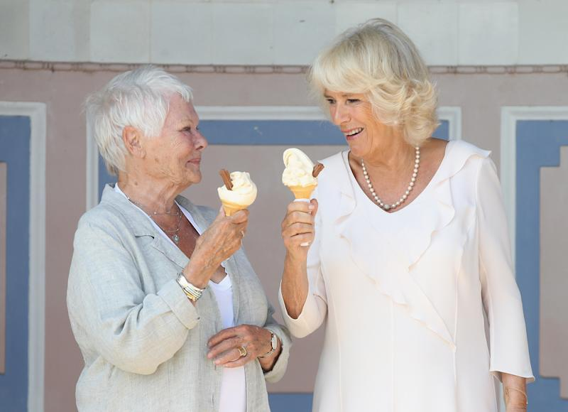 EAST COWES, UNITED KINGDOM - JULY 24: Dame Judi Dench and Camilla, Duchess of Cornwall enjoy an ice cream at Queen Victoria's private beach next to Osborne House during a visit to the Isle of Wight on July 24, 2018 in East Cowes, Isle of Wight, England. (Photo by Chris Jackson/Getty Images)