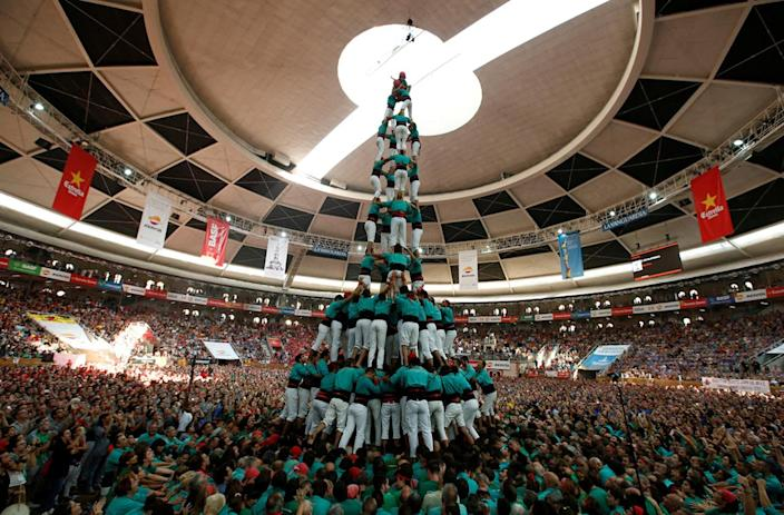 """<p>Castellers de Vilafranca form a human tower called """"castell"""" during a biannual competition in Tarragona city, Spain, Oct. 2, 2016. (REUTERS/Albert Gea)</p>"""