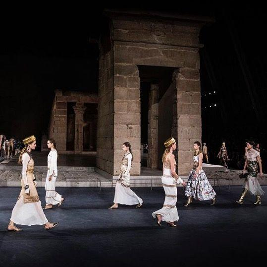 <p>For the Chanel Métiers d'Art 18/19 collection, Lagerfeld opted for The Met museum as his set.</p>