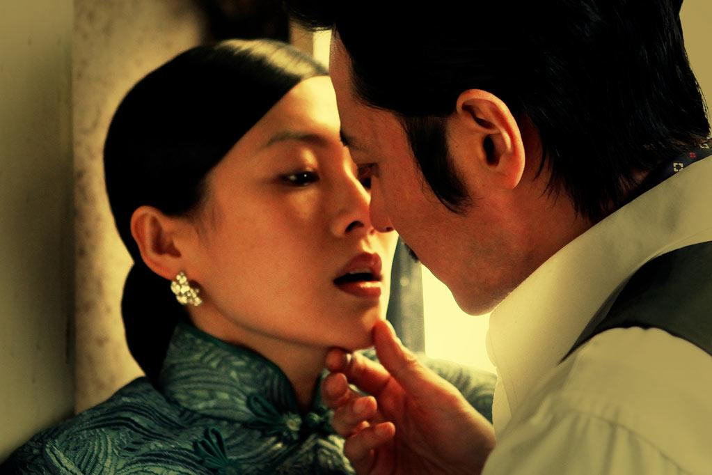 """Dangerous Liaisons"" As war looms in Shanghai, glamorous libertine Mo Jietu (Cecilia Cheung) runs into playboy Xie Yifan (Dong-gun Jang), an ex-boyfriend who's never stopped loving her. She persuades him to play a treacherous game: Xie must seduce the innocent and naïve Du Fenyu (Zhang Ziyi) and then dump her. But the game becomes increasingly dangerous as Xie falls in love with Du, leading them all to tragic and shocking consequences."