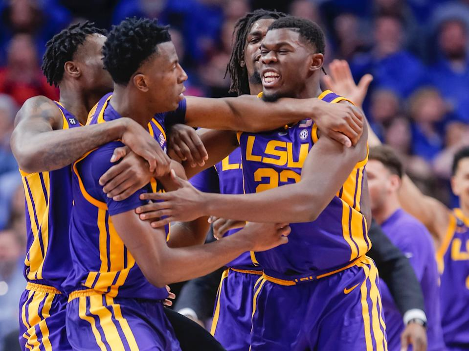 LSU picked up a huge win in Kentucky on controversial buzzer-beating tip in. (Getty)