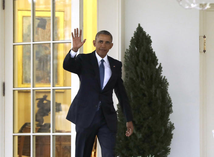 <p>President Barack Obama waves as he leaves the Oval Office of the White House in Washington, Friday, Jan. 20, 2017, before the start of presidential inaugural festivities for the incoming 45th President of the United States Donald Trump. (Photo: Evan Vucci/AP) </p>