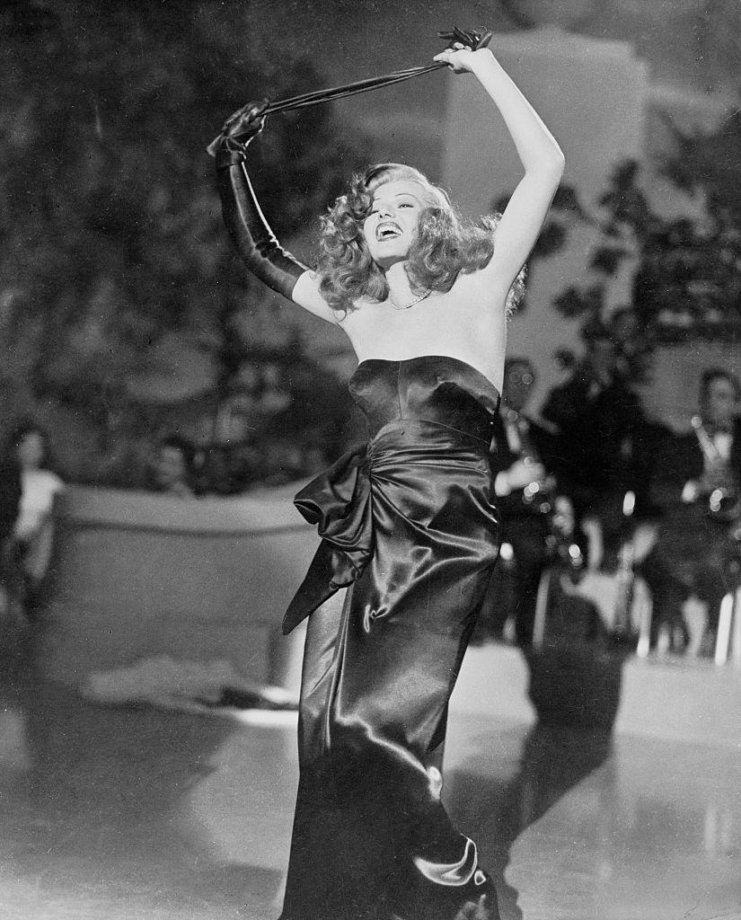 <p>A film noir bombshell is just the right costume for a formal October affair. The black silk gloves are a must! </p>