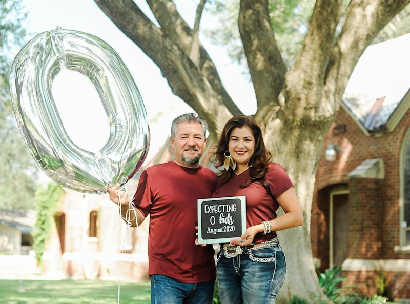 """Expecting 0 kids, August 2020,"" the sign reads.  (Photo: <a href=""https://www.instagram.com/photographymelyssaanne/"" target=""_blank"">Melyssa Anne Photography </a>)"