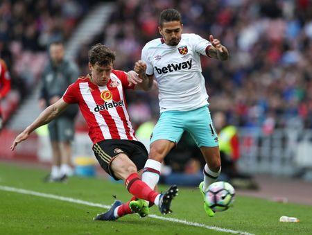 Britain Soccer Football - Sunderland v West Ham United - Premier League - Stadium of Light - 15/4/17 Sunderland's Billy Jones in action with West Ham United's Manuel Lanzini Reuters / Scott Heppell Livepic