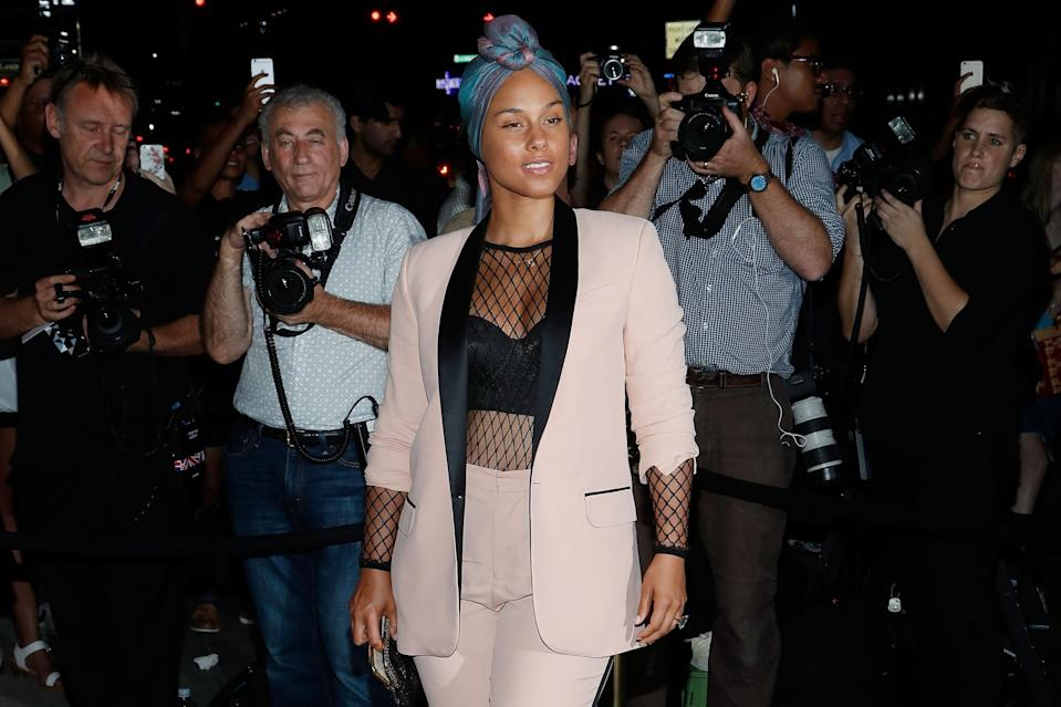 <p>Alicia Keys shocked fans in May when she announced that she was ditching cosmetics but she clearly doesn't need it to look amazing. [Photo: Getty/Taylor Hill] </p>