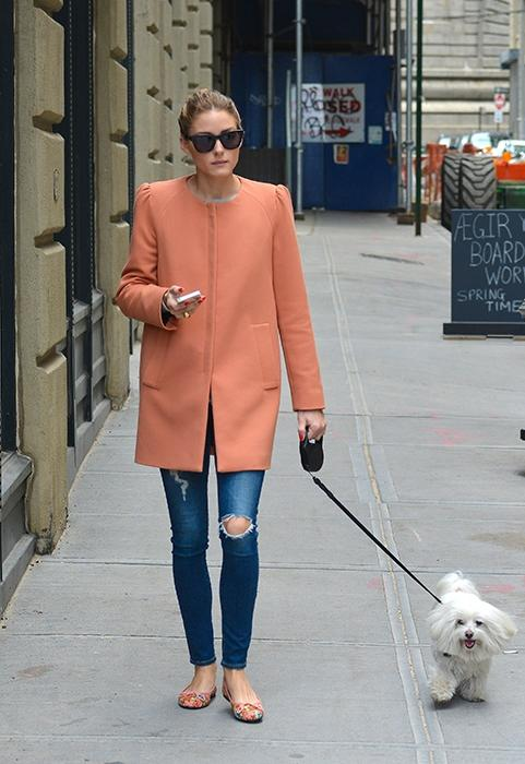 "<div class=""caption-credit""> Photo by: Splash</div><div class=""caption-title"">Olivia Palermo</div>We love how Olivia P makes walking her dog even look glamorous. <br> <br> AG Jeans The Legging Ankle in 7 Years Break Me Down, $215, <a rel=""nofollow"" href=""http://www.agjeans.com/The_Legging_Ankle__7_Years_Break_Me_Down/pd/c/15/np/15/p/4249.html?utm_source=pjn&utm_medium=affiliate&utm_campaign=43737"" target=""_blank"">agjeans.com</a>"