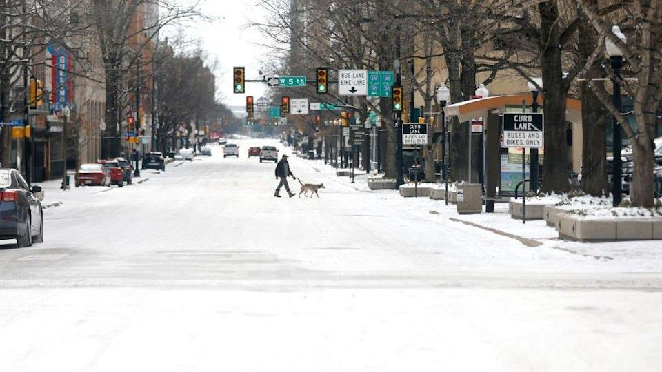 Snow continues to cause disruption in Fort Worth, Texas