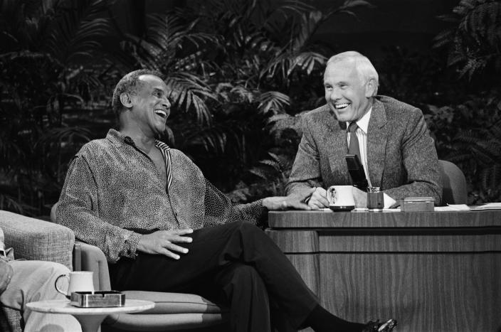 THE TONIGHT SHOW STARRING JOHNNY CARSON -- Pictured: (l-r) Singer Harry Belafonte, host Johnny Carson on September 9, 1988 -- (Photo by: Gary Null/NBCU Photo Bank/NBCUniversal via Getty Images via Getty Images)