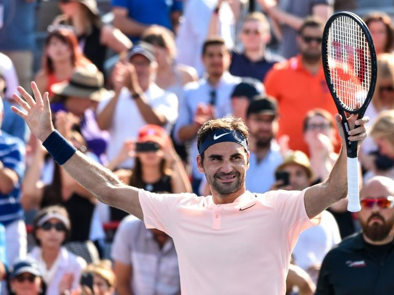 Roger Federer blasted nine aces and lost just nine points on his serve as he extended his match win streak to 16 -- his longest win streak in five years