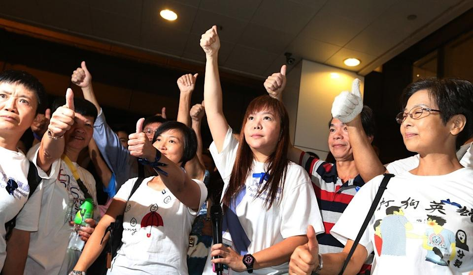 Leticia Lee (fourth from left) leads a counter-demonstration during Hong Kong's Occupy Central movement in 2014. Photo: K. Y. Cheng