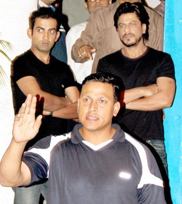 SRK parties with Viru and Gambir