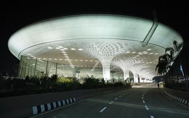 <p>Mumbai airport undertook several measures to ensure that the passengers travelling through the airport were least affected by the protests. In order to comfort the travellers, the authorities arranged for free refreshments which included tea, water bottles and snacks.</p>