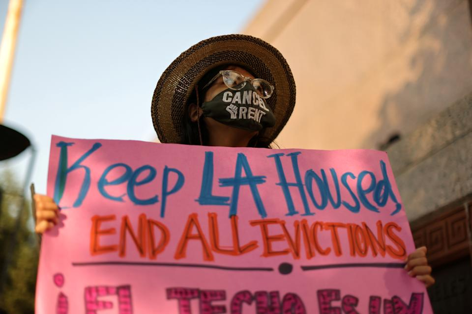 Protesters surround the LA Superior Court to prevent an upcoming wave of evictions and call on Governor Gavin Newsom to pass an eviction moratorium, amid the global outbreak of coronavirus disease (COVID-19), in Los Angeles, California, U.S., August 21, 2020.  REUTERS/Lucy Nicholson   REFILE - CORRECTING DATE