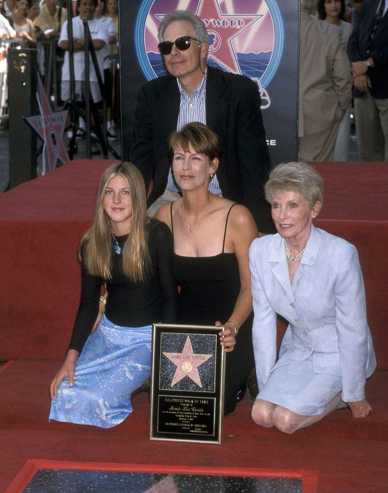 Christopher Guest, Jamie Lee Curtis, Annie Guest and Janet Leigh in 1998