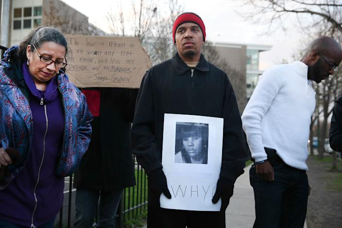 """Rekia Boyd was unarmed when she was shot in the back of the head by Dante Servin, a Chicago police detective who was off-duty at the time.<br><br>Servin was driving near his home late at night when he saw a group of four people walking. He had a brief conversation with them from his car, then turned the wrong way down&nbsp;a one-way street. According to the Chicago Tribune, he said he <a href=""""http://www.chicagotribune.com/news/local/breaking/chi-trial-date-set-for-cop-charged-in-womans-death-20140915-story.html"""" rel=""""nofollow noopener"""" target=""""_blank"""" data-ylk=""""slk:then looked over his shoulder"""" class=""""link rapid-noclick-resp"""">then looked over his shoulder</a> and thought he saw a man from the group pull a gun from his pants and point it at him.<br><br>Servin fired five rounds over his left shoulder through his car window, striking the man in the hand and Boyd in the back of the head. The man whom Servin believed to have a gun was actually holding a cell phone.<br><br>Boyd was taken to a hospital and died the next day.<br><br>In 2013, Servin was <a href=""""http://www.huffingtonpost.com/2013/11/25/rekia-boyd-officer-charge_n_4339254.html"""" rel=""""nofollow noopener"""" target=""""_blank"""" data-ylk=""""slk:indicted on charges of involuntary manslaughter"""" class=""""link rapid-noclick-resp"""">indicted on charges of involuntary manslaughter</a>, reckless discharge of a firearm and reckless conduct. His trial began in April 2015, but was <a href=""""http://www.chicagotribune.com/news/ct-dante-servin-acquittal-met-20150626-story.html"""" rel=""""nofollow noopener"""" target=""""_blank"""" data-ylk=""""slk:quickly dismissed by the judge"""" class=""""link rapid-noclick-resp"""">quickly dismissed by the judge</a>. <br><strong><br></strong>In November, the police department <a href=""""http://www.chicagotribune.com/news/local/breaking/ct-dante-servin-recommended-firing-met-20150917-story.html"""" rel=""""nofollow noopener"""" target=""""_blank"""" data-ylk=""""slk:began the process of firing Servin"""" class=""""link rapid-noclick-resp"""">began the proc"""