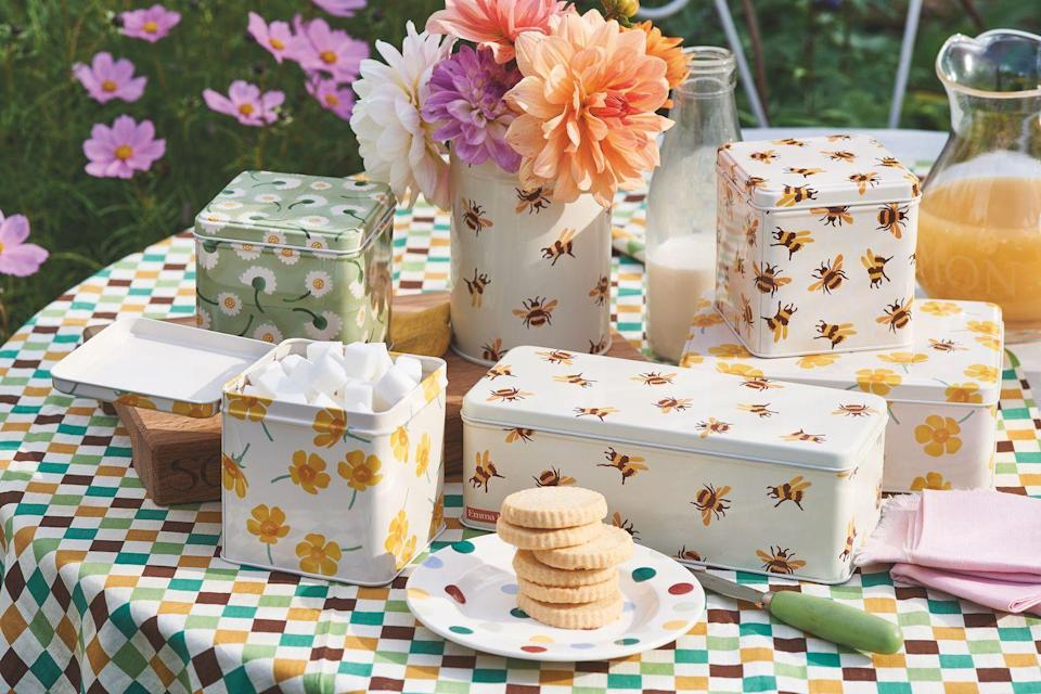 """<p><a href=""""https://www.countryliving.com/uk/news/a34962822/emma-bridgewater-death-mother-aunt-marie-curie-podcast/"""" rel=""""nofollow noopener"""" target=""""_blank"""" data-ylk=""""slk:Emma Bridgewater"""" class=""""link rapid-noclick-resp"""">Emma Bridgewater</a>'s famous bee print gets an upgrade for SS21, this time in the form of practical kitchen containers. Our favourite is the <a href=""""https://go.redirectingat.com?id=127X1599956&url=https%3A%2F%2Fwww.emmabridgewater.co.uk%2Fproducts%2Fbumblebee-long-deep-rectangular-tin&sref=https%3A%2F%2Fwww.countryliving.com%2Fuk%2Fhomes-interiors%2Finteriors%2Fg35249240%2Femma-bridgewater-spring%2F"""" rel=""""nofollow noopener"""" target=""""_blank"""" data-ylk=""""slk:bee rectangular tin"""" class=""""link rapid-noclick-resp"""">bee rectangular tin</a> (£9), which is perfect for storing leftover cake. </p><p>""""This spring, the humble bumblebee has its own collection, thanks to the success of the previous bumblebee mug,"""" say the team. With prices starting from just £7, there's something here for everyone. </p><p><a class=""""link rapid-noclick-resp"""" href=""""https://go.redirectingat.com?id=127X1599956&url=https%3A%2F%2Fwww.emmabridgewater.co.uk%2Fcollections%2Fnew&sref=https%3A%2F%2Fwww.countryliving.com%2Fuk%2Fhomes-interiors%2Finteriors%2Fg35249240%2Femma-bridgewater-spring%2F"""" rel=""""nofollow noopener"""" target=""""_blank"""" data-ylk=""""slk:BUY NOW"""">BUY NOW</a></p>"""