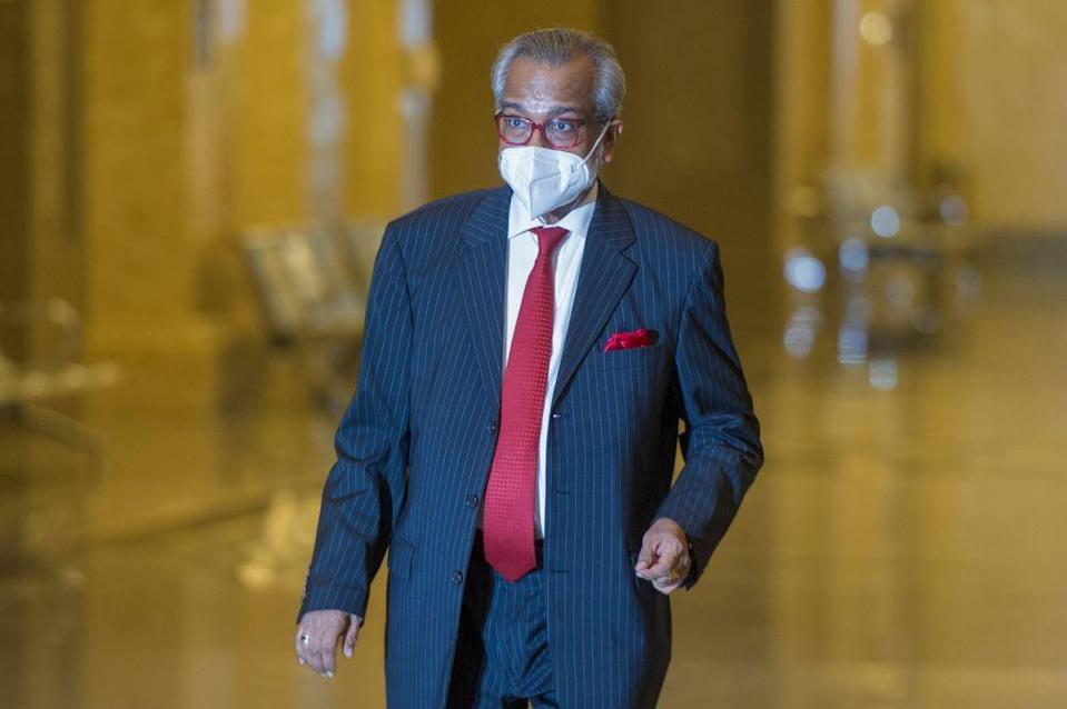 Lawyer Tan Sri Muhammad Shafee Abdullah arrives at the Court of Appeal in Putrajaya May 18, 2021. — Picture by Shafwan Zaidon