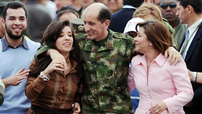 Luis Mendieta (C), a police general, spent almost 12 years in Farc captivity before being rescued by the Colombian army