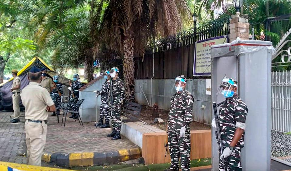 """<div class=""""paragraphs""""><p>Security personnel stand guard at the residence of former Maharashtra Home Minister Anil Deshmukh in Nagpur, Friday. Enforcement Directorate (ED) carried out raids at various locations including the residence of Deshmukh in connection with the allegations of bribery leveled against him.</p></div>"""