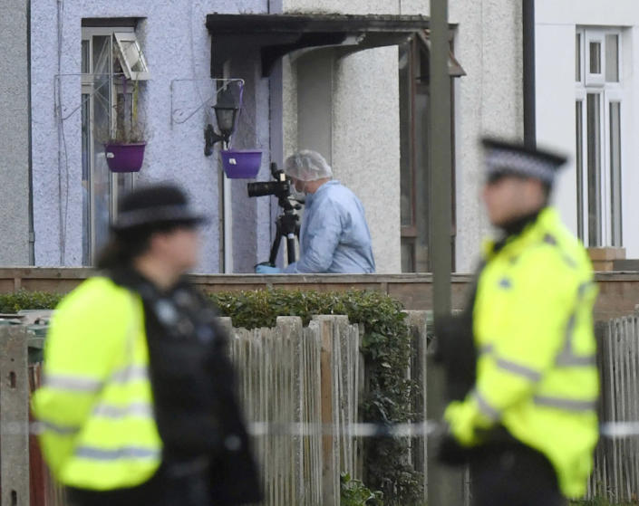 """<p>Police and forensic officers work at a property in Sunbury-on-Thames, southwest London, as part of the investigation into Friday's Parsons Green bombing, Saturday Sept, 16, 2017. British police made what they called a """"significant"""" arrest Saturday in southern England following the partially exploded bomb attack on the London subway. (Photo: Victoria Jones/PA via AP) </p>"""