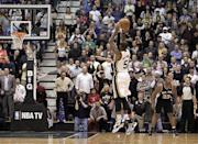 Utah Jazz point guard Mo Williams (5) shoots the game winning shot in the fourth quarter during an NBA basketball game against the San Antonio Spurs Wednesday, Dec.12, 2012, in Salt Lake City. The Jazz defeated the Spurs 99-96. (AP Photo/Rick Bowmer)