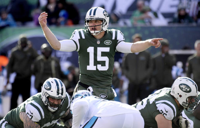 """<a class=""""link rapid-noclick-resp"""" href=""""/nfl/players/5967/"""" data-ylk=""""slk:Josh McCown"""">Josh McCown</a> highlights this week's look at whom to sit and start in fantasy leagues (AP Photo)."""