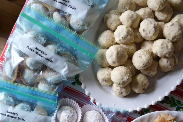 "<div class=""caption-credit""> Photo by: Julie Van Rosendaal</div><div class=""caption-title""></div><b>Nutty Shortbread Snowballs <br></b> These classic shortbread balls -- otherwise known as Russian tea cakes or Mexican wedding cakes -- can be made with almonds, pecans, walnuts, or a combination of your favorites. <br> <a href=""http://www.babble.com/best-recipes/10-things-to-do-with-shortbread/#nutty-shortbread-snowballs"" target="""">Get the recipe</a> <br> <b><i><a href=""http://www.babble.com/best-recipes/10-easy-bake-no-bake-christmas-cookies/"">Related: 10 easy cookie recipes for a last-minute holiday treat</a></i></b>"