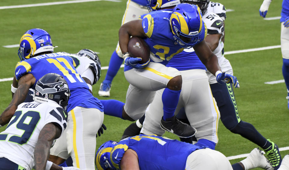 Running back Malcolm Brown #34 of the Los Angeles Rams runs for a touch down againat the Seattle Seahawks in the first half of a NFL football game at SoFi Stadium in Inglewood on Sunday, November 15, 2020. (Keith Birmingham/The Orange County Register via AP)