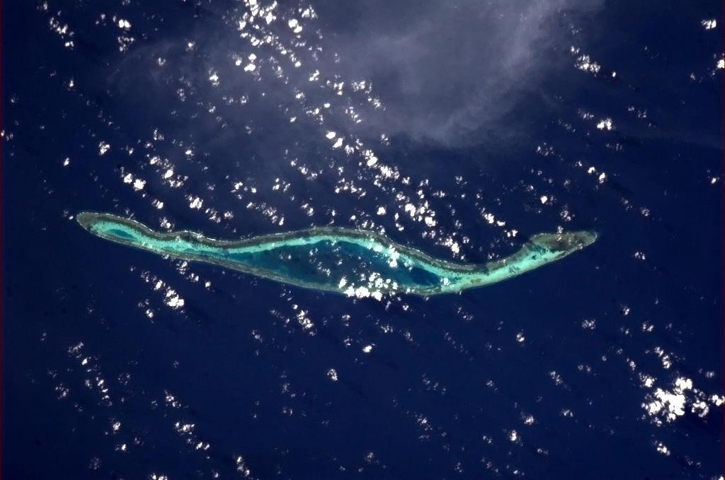 An island made for running laps. Off the coast of Indonesia. (Chris Hadfield/Twitter)