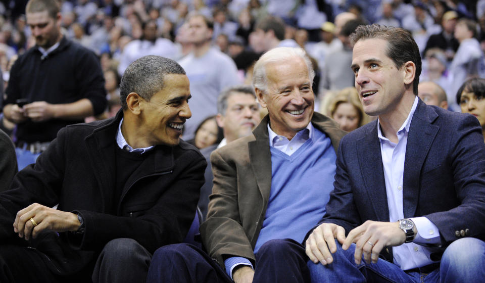 Hunter Biden con su padre y el entonces presidente de EEUU Barack Obama en el 2010. (AP Photo/Nick Wass, File)