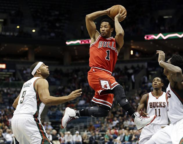 9b4555e21a96 Chicago Bulls  39  Derrick Rose looks to pass in traffic during the first  half